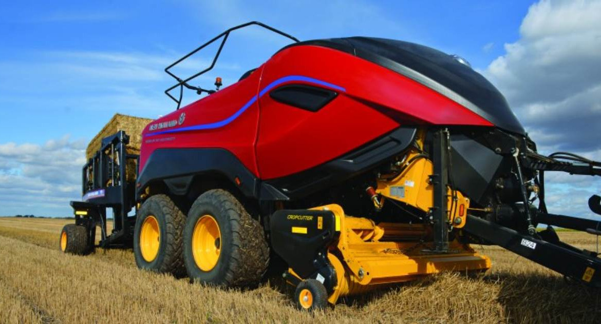 New Holland punta in alto con il Big Baler 340 High Density